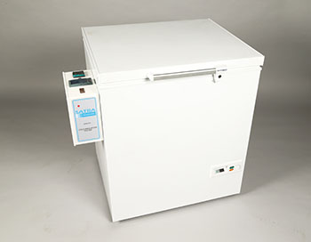 STM 101F SATRA upper material flexing machine in freezer image